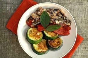 Antipasto de zucchini y sardinas